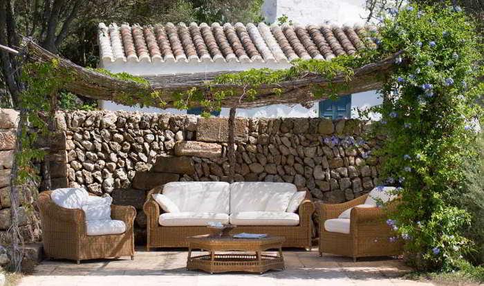 Come arredare un giardino tel 800608538 uscita gratis for Arredamento da esterno